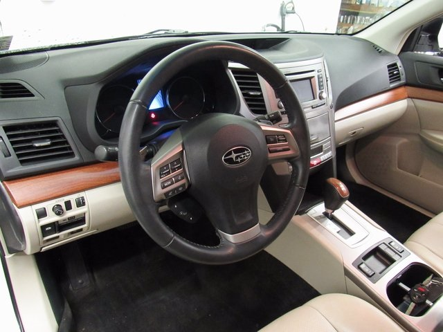 Subaru Outback 2013 Interior Images